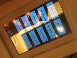 IMG 1775 e1504061324718 300x225 - Parce qu'une télécommande c'est surfait, place au cadre-télécommande !